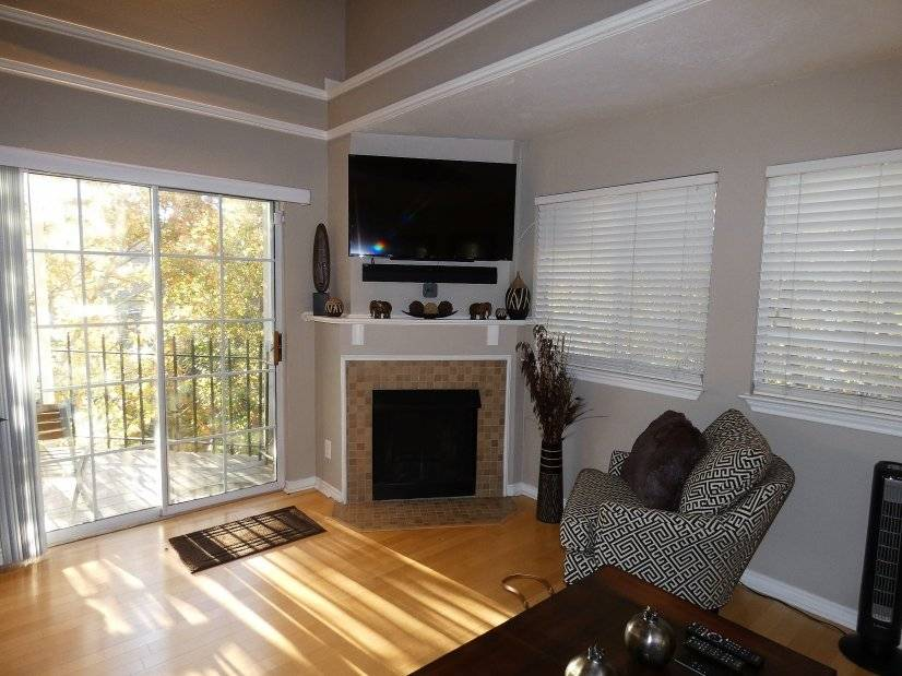 image 2 furnished 1 bedroom Townhouse for rent in Lower Greenville, Dallas