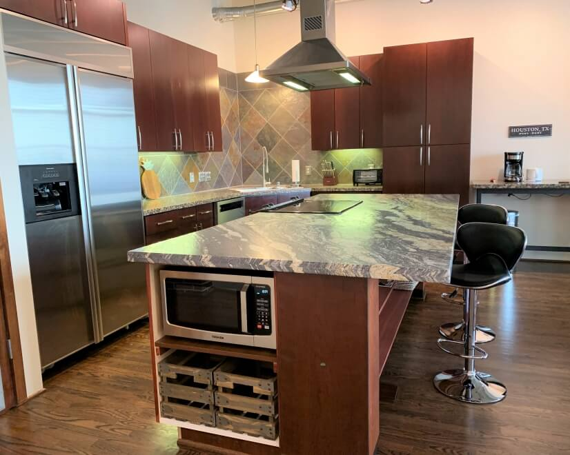 Fully equipped, high-end kitchen