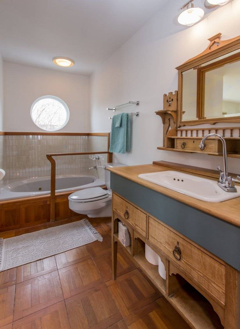 Bathroom with access directly off of front bedroom also hall