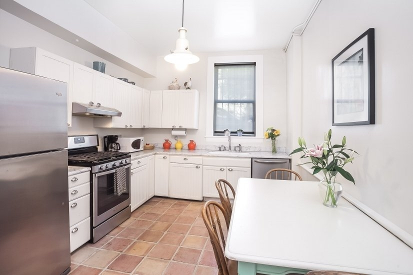Spacious eat-in, remodeled kitchen