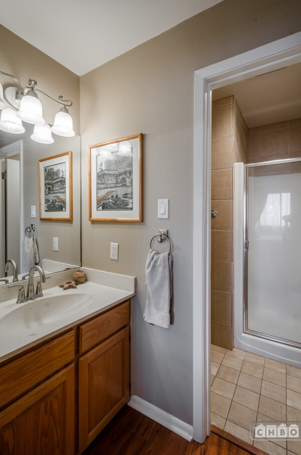 Guest rooms bathroom