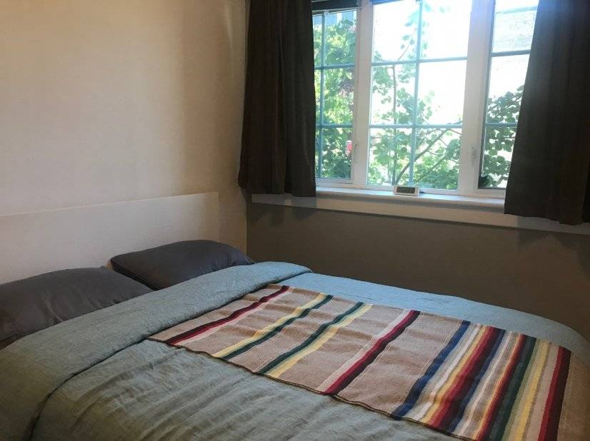 Bedroom with queen size Casper mattress