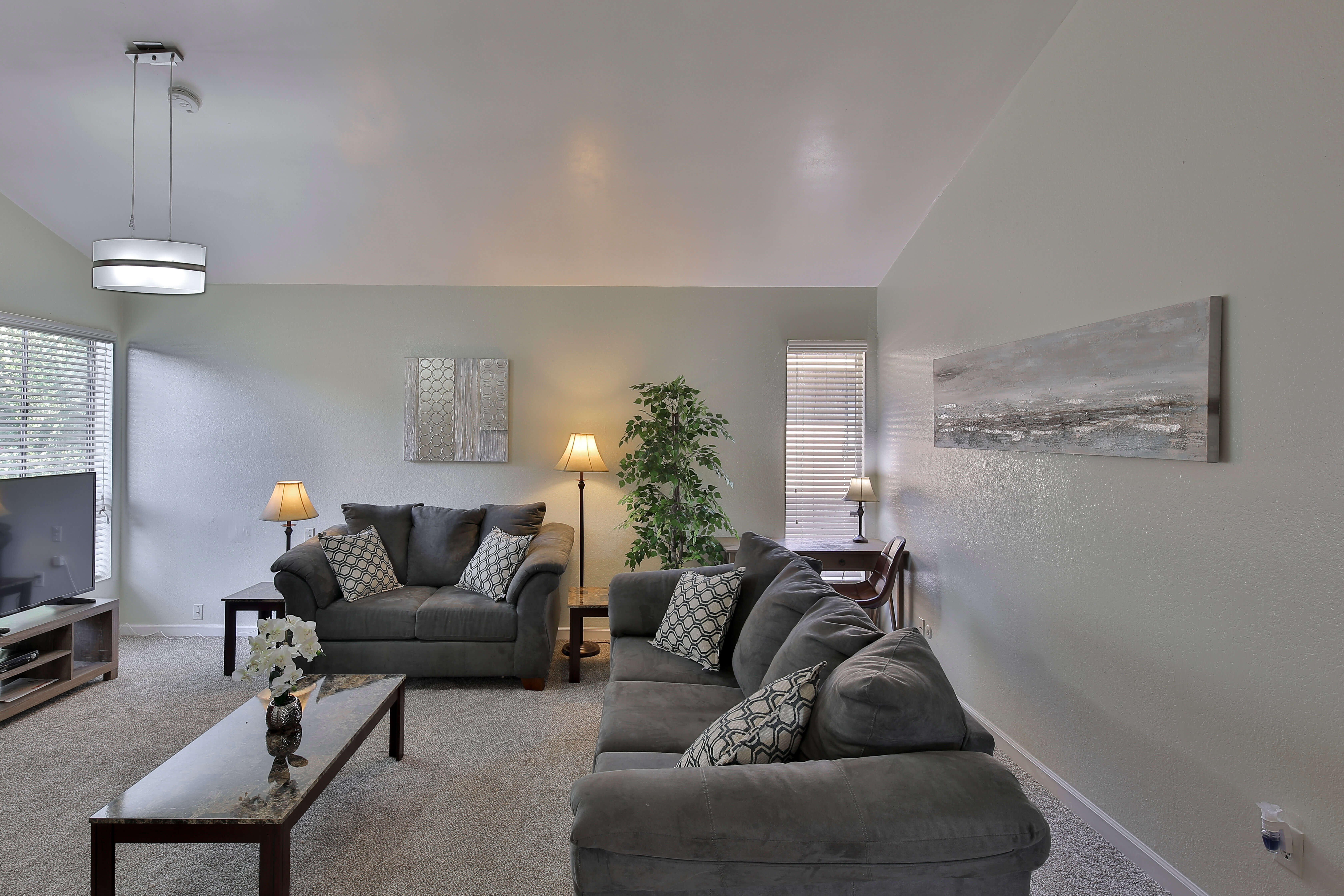 image 2 furnished 3 bedroom Apartment for rent in Bakersfield, Kern County