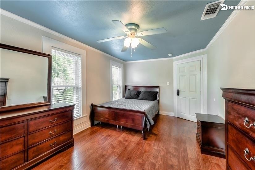 Upstairs Bedroom 3 - Queen