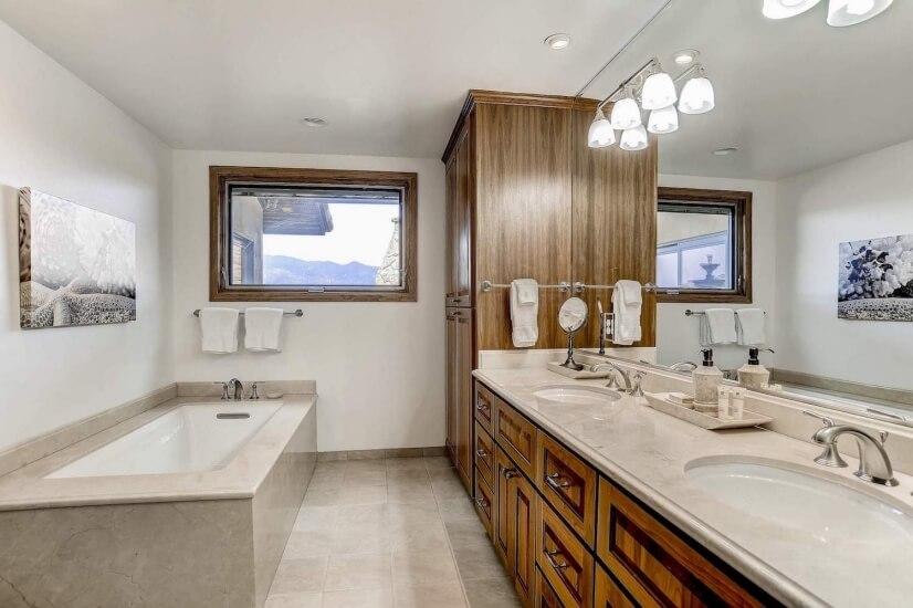 Bathroom 1 soaker tub