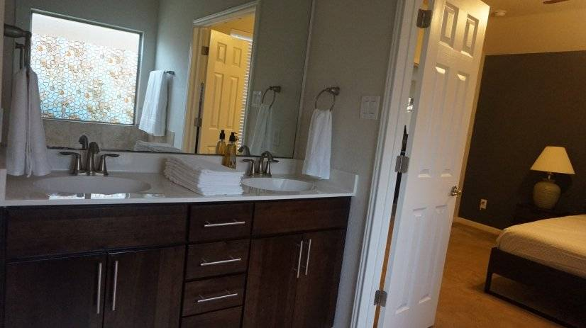 Master bathroom with end to end mirror and enough towel sets