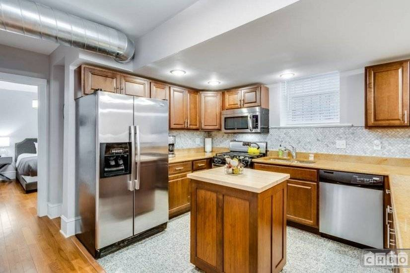 image 5 furnished 2 bedroom Townhouse for rent in Lakeview, North Side
