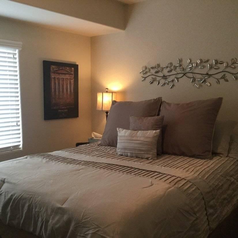 Corner Bedroom, Queen Bed