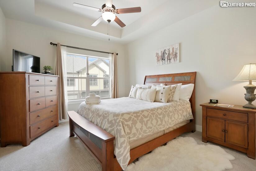Luxury Serta Perfect Sleeper queen mattress in master
