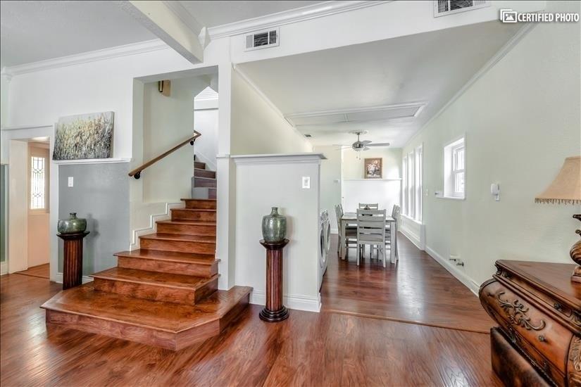 Stairway Three Bedrooms - Two Bathrooms Upsta