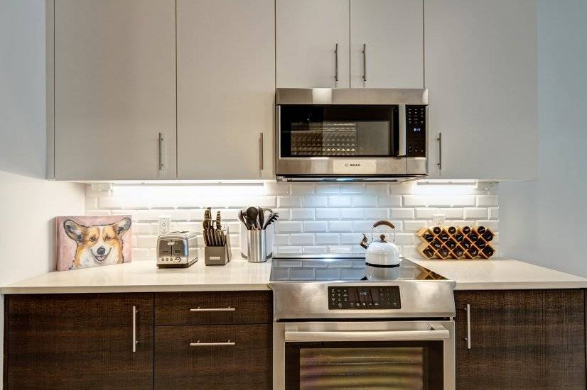 High-end appliances and everything you need to cook.