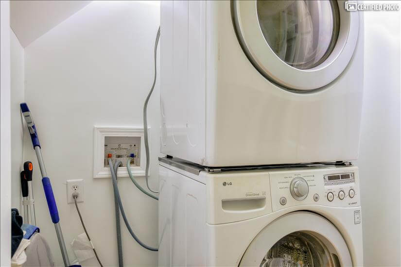 Washer/dryer and storage