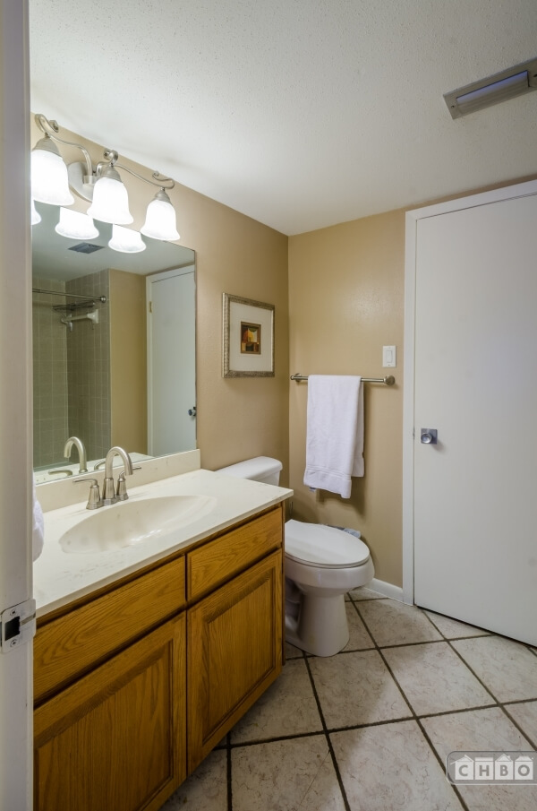 Master bedroom bathroom #1