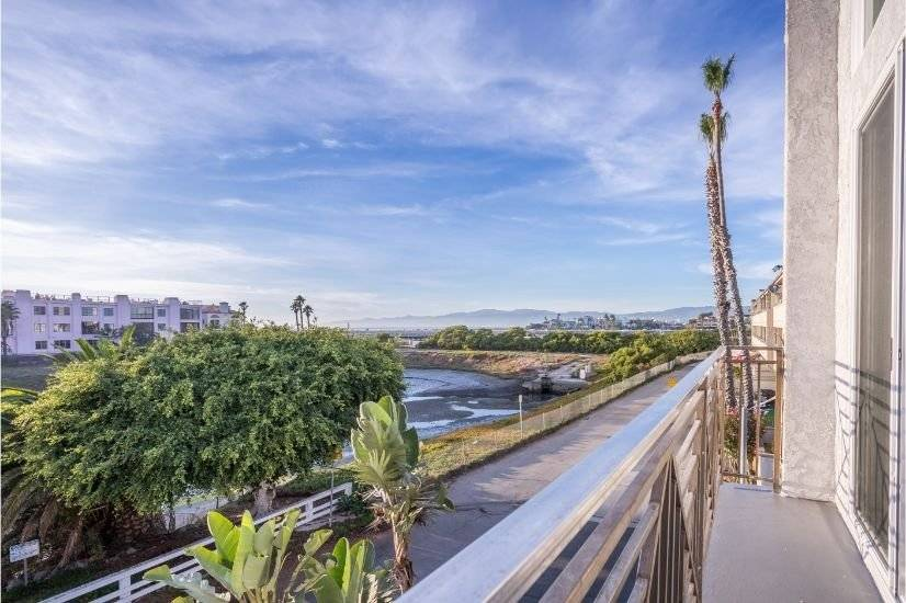 image 2 furnished 3 bedroom Townhouse for rent in Playa del Rey, West Los Angeles