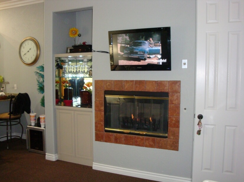 Fireplace/TV/Bar