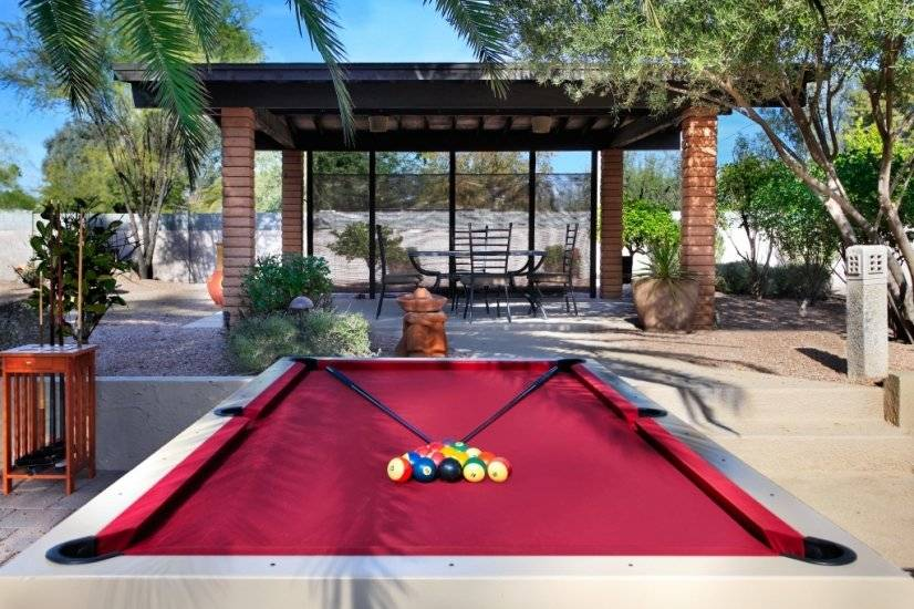 Billiard Table & Outdoor Dining Area