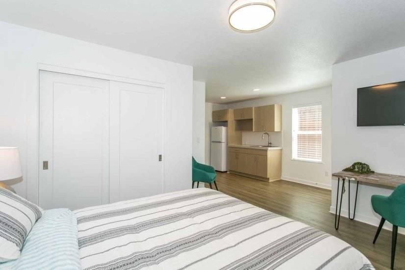 Bedroom, Full Closet, Kitchenette