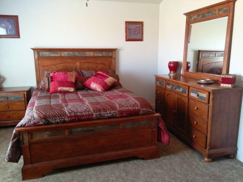 Queen Mater Bedroom