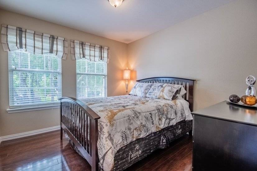 Queen size bed with night stand and dresser.