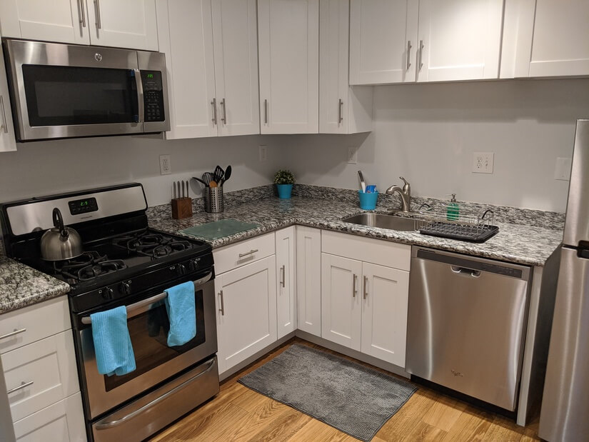 Well equipped kitchen with gas range