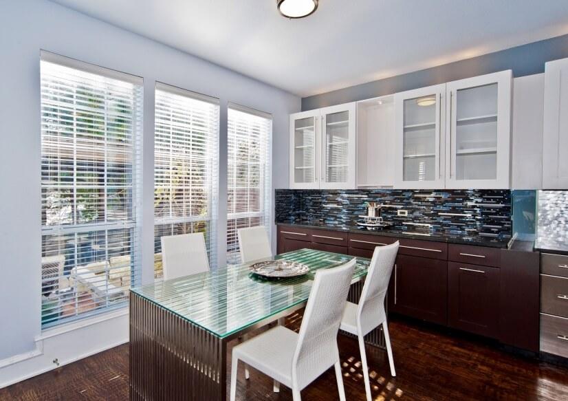 Dinning Room/Granite Countertop/Built-ins/Glass Blacksplash