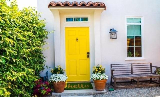 Welcome! Bright and charming with a secure keypad entry door