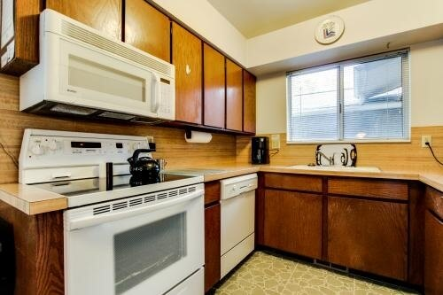 image 5 furnished 2 bedroom Townhouse for rent in Cottonwood Heights, Salt Lake County