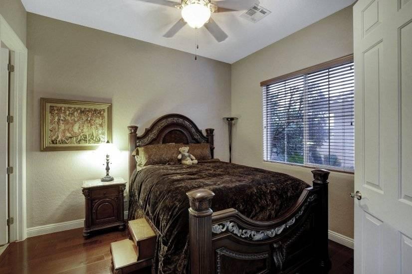 First floor bed#2 en suite, wood fl