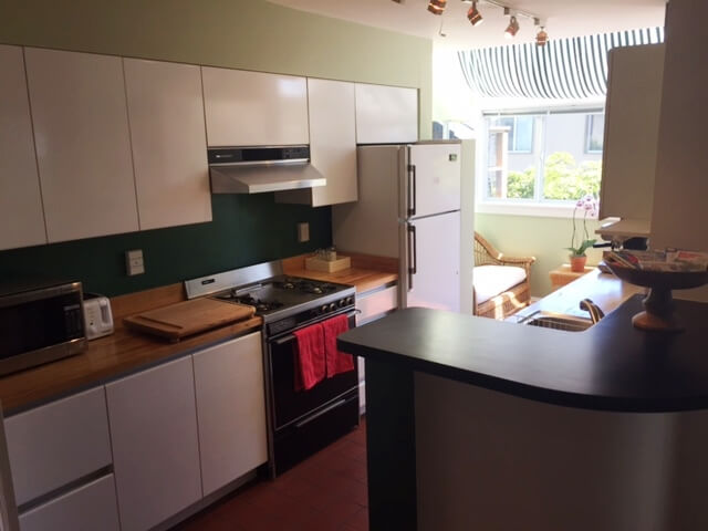 Fully equipped kitchen with adjacent sitting area