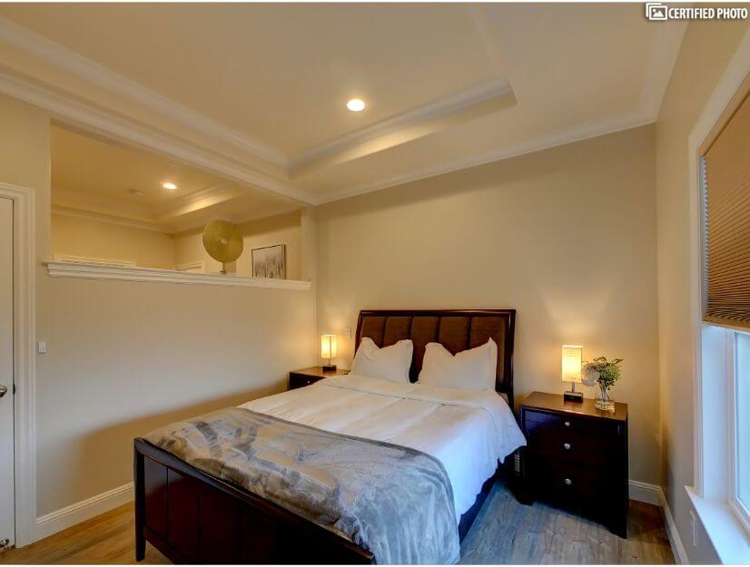 Suite A - Large bedroom with queen size bed - v2.