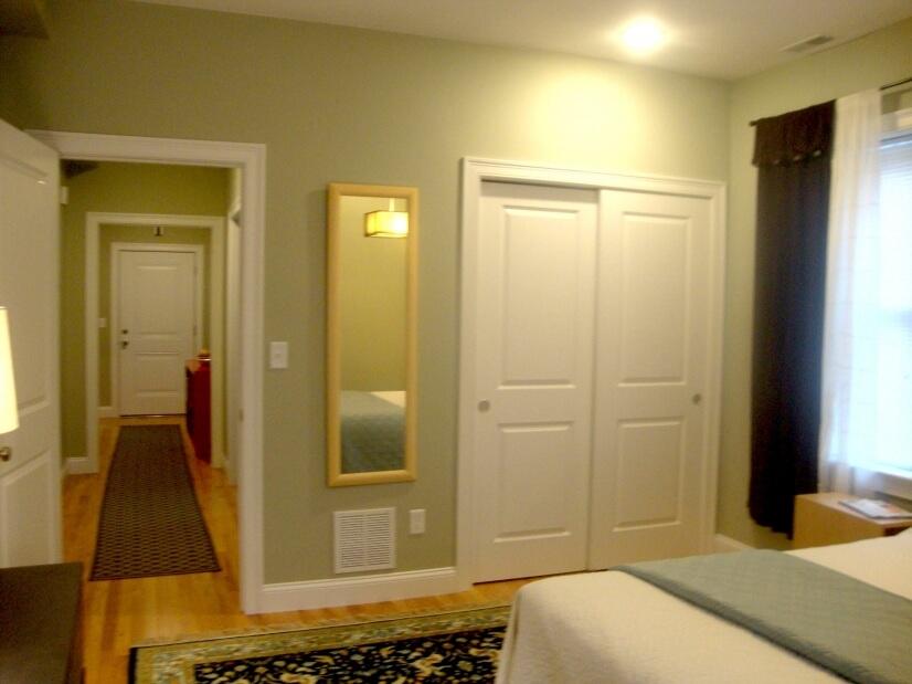 queen bed, double closet
