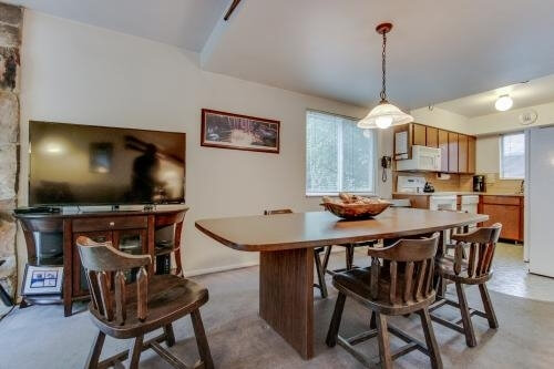 image 2 furnished 2 bedroom Townhouse for rent in Cottonwood Heights, Salt Lake County