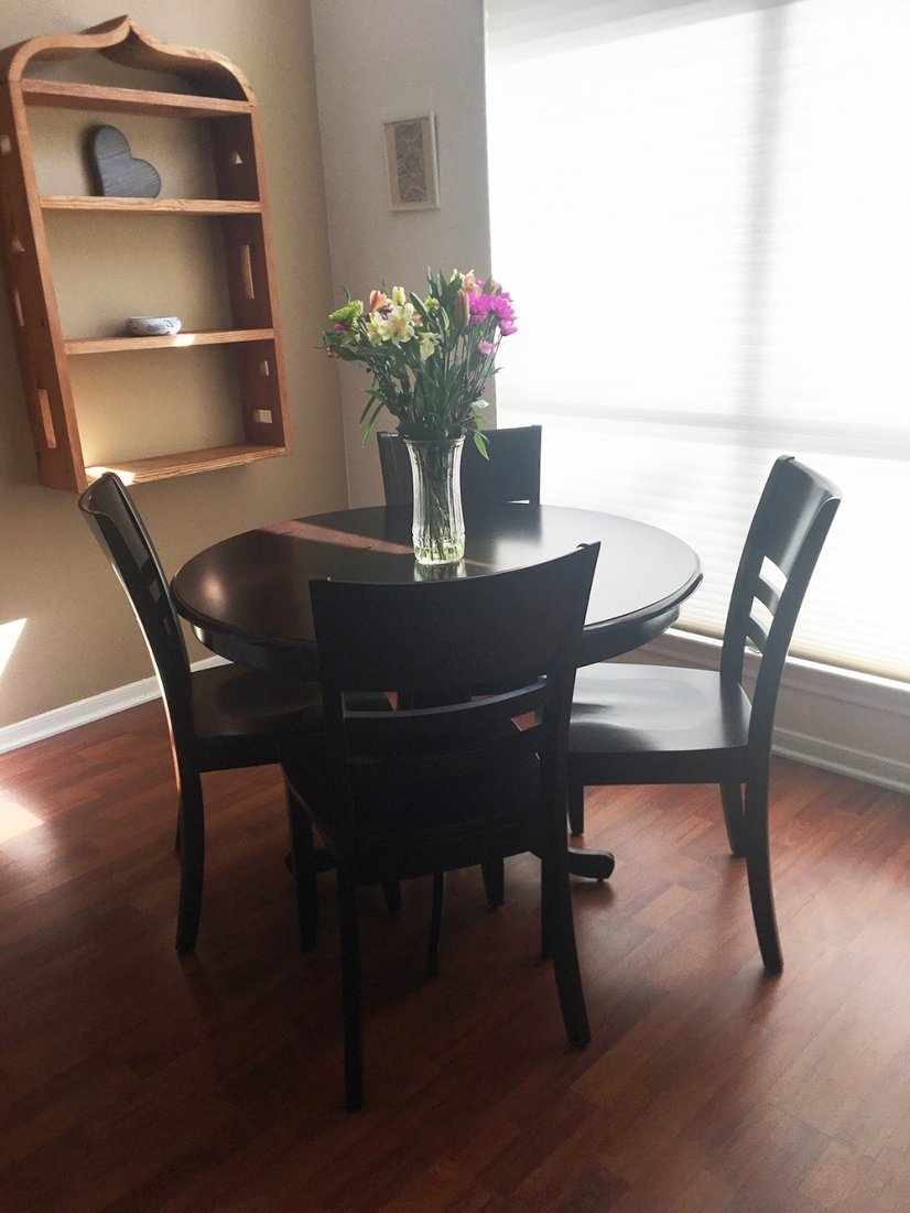 Table and chairs (new, they replace ones in previous photos)
