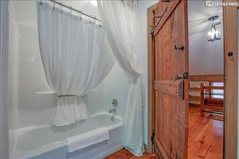 Upstairs bathroom between bedrooms.
