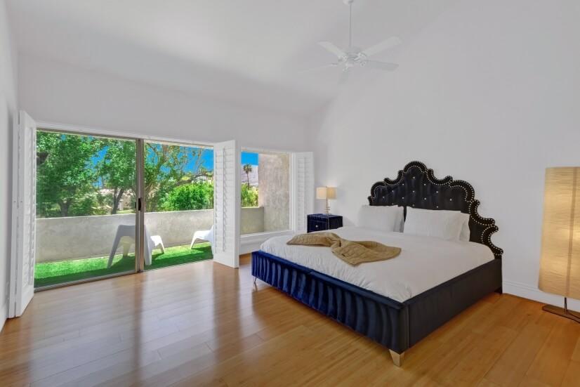 Master bedroom: King bed