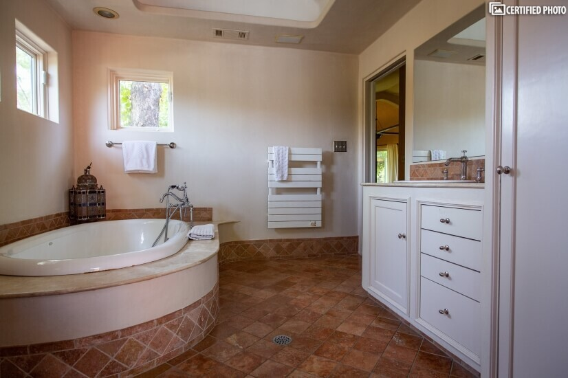 spacious tub fits two
