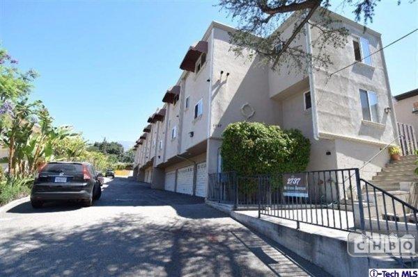 image 3 furnished 2 bedroom Townhouse for rent in Montrose, San Fernando Valley