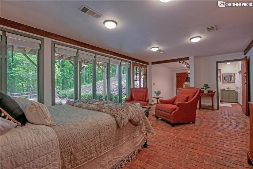 Lots of Natural light to fill this room w/ ou