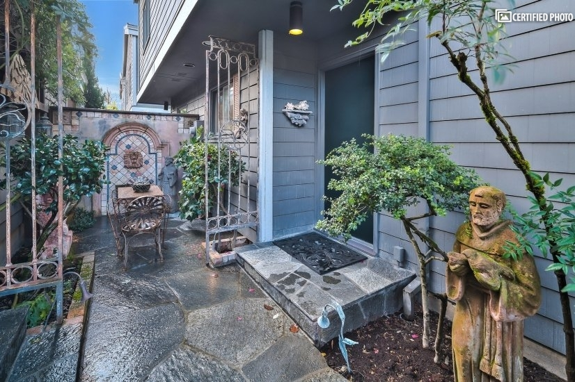 image 4 furnished 2 bedroom Townhouse for rent in Portland Southeast, Portland Area