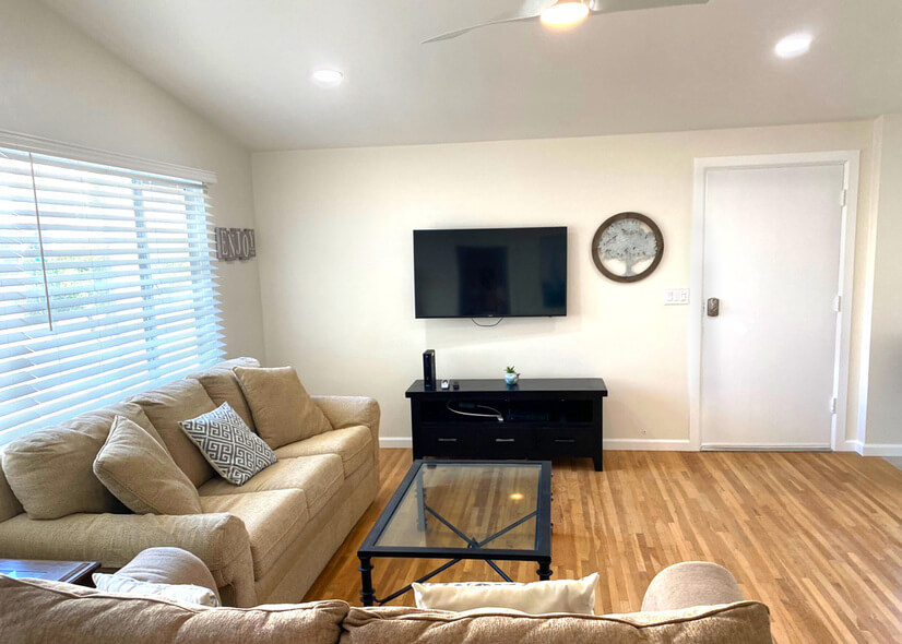 comfortable, Tv, great view, light & airy