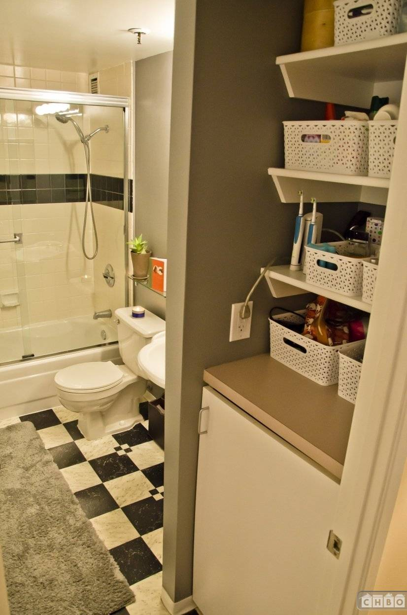Full Bath w/ Seperate Access From Master & Living Area