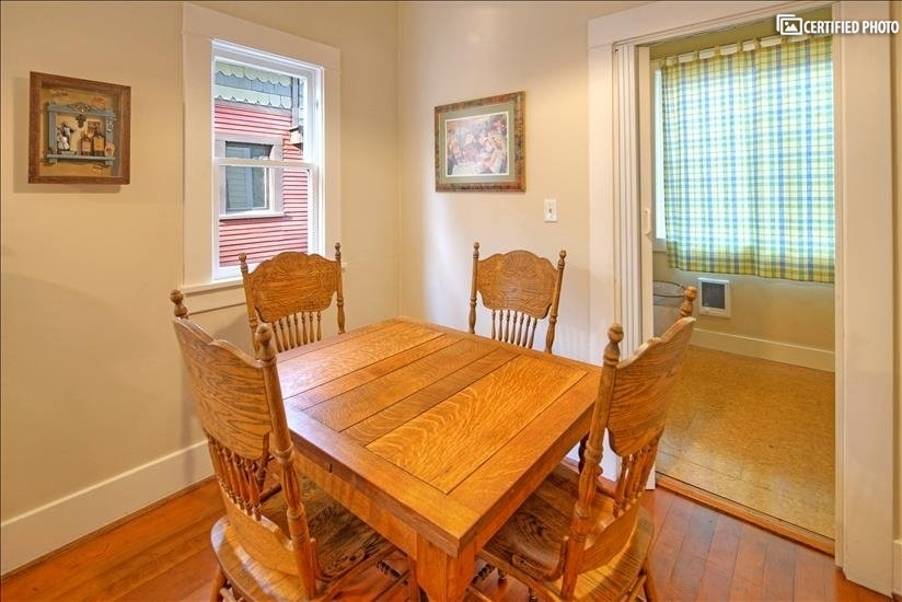 image 9 furnished 1 bedroom Townhouse for rent in Portland Southeast, Portland Area