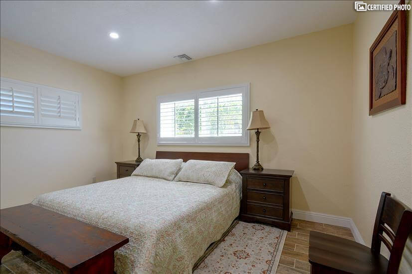 King size bed with adjustable mattress in master bedroom