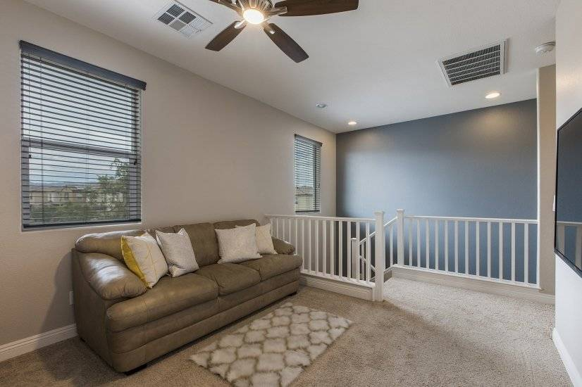 Large Upstairs Loft with Smart TV and ceiling fan