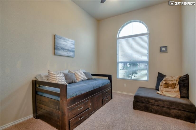 Bonus room with Twin daybed