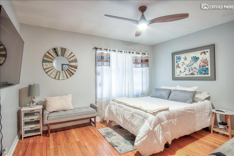 Queen size bed with plenty of closet space and corner bath.