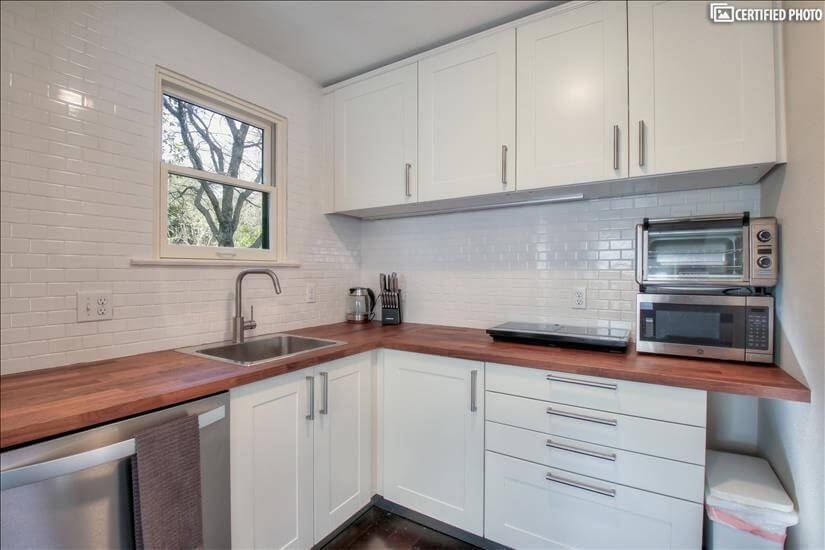 Cozy, efficient, clean kitchen
