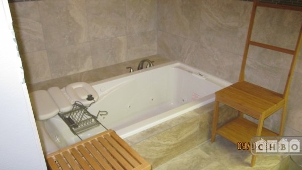 MASTER BR ENSUITE W/ 36 INCH X 6 FT, JACUZZI DROP-IN TUB