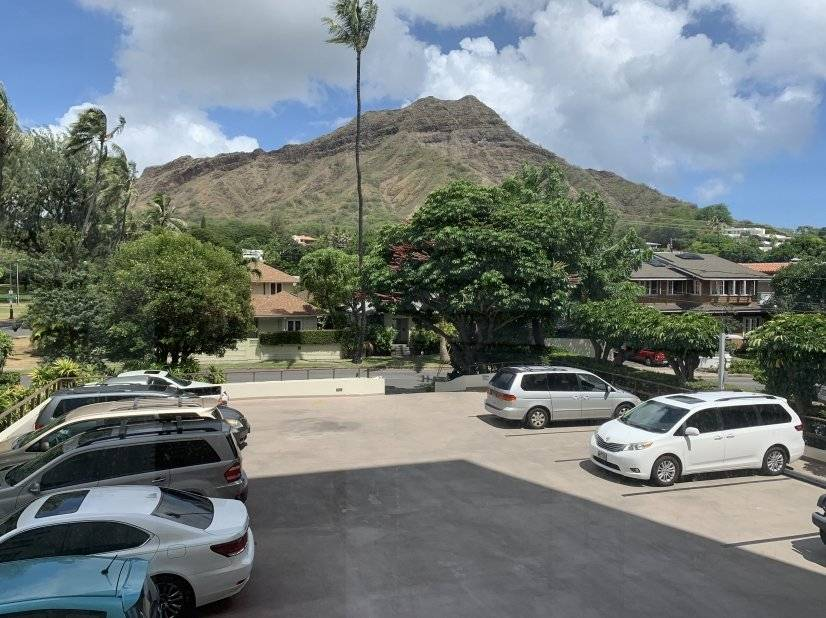 Lots of guest parking at the foot of Diamond Head
