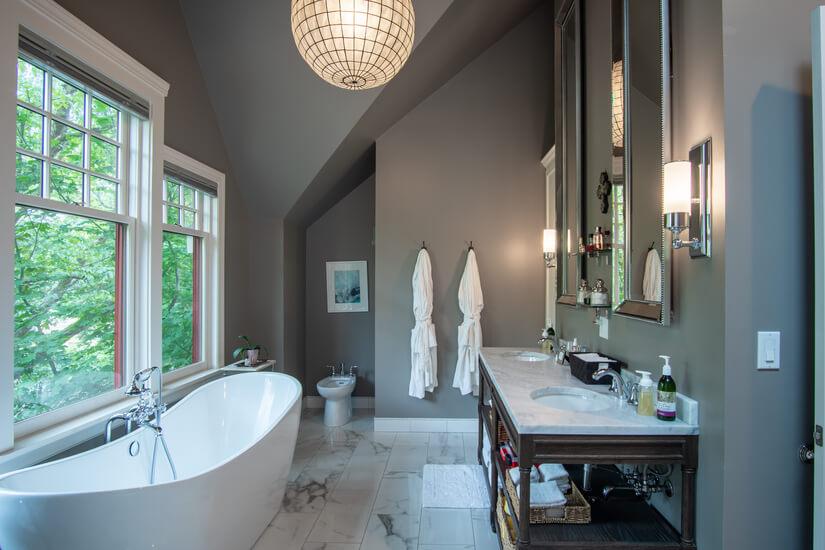 Master Bathroom w/ Heated Floors/Towel Warmer